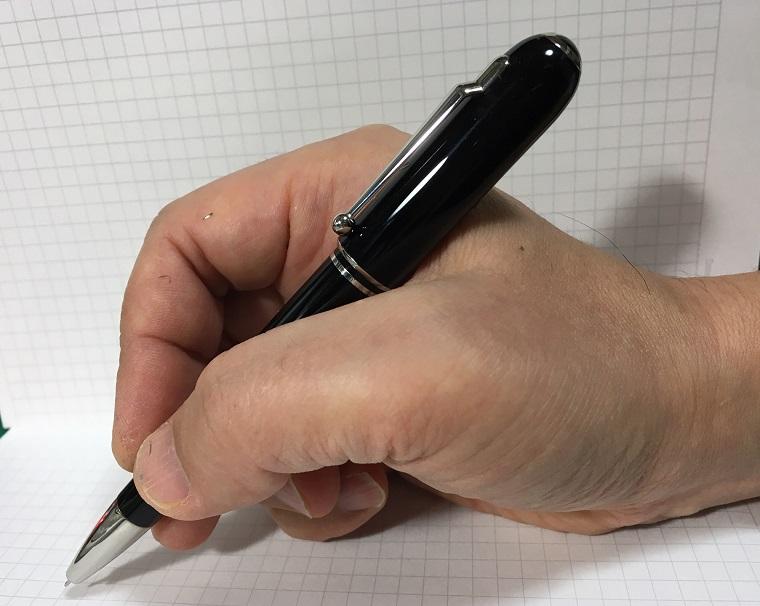 湯川学ボールペンで0.28mmジェットストリーム